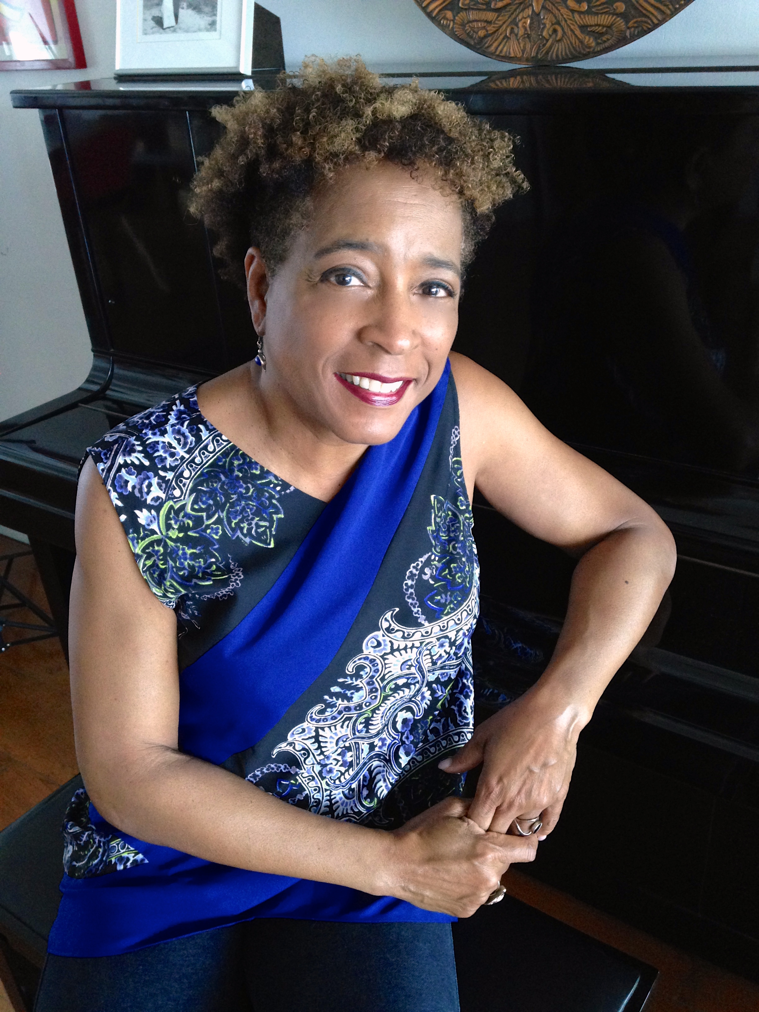 deborah gray whites arnt i a woman Deborah gray white is professor of history and co-director of the rutgers center for historical analysis at rutgers university she is also the author of too heavy a load bibliographic information.